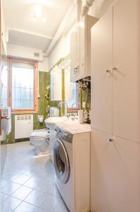 A bathroom at Hp House, Garage e parcheggio privato, Wifi