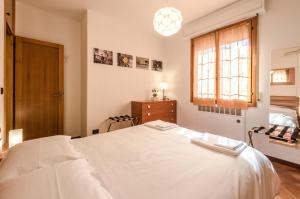 A bed or beds in a room at Hp House, Garage e parcheggio privato, Wifi