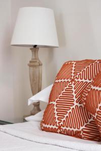 Cama ou camas em um quarto em Acropolis TownHouseCo