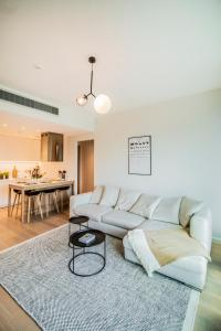A seating area at LUXURY & BRAND NEW APARTMENT, close to Tallinn Zoo
