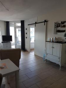 A kitchen or kitchenette at Sterflat Appartement
