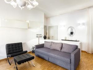 A seating area at easyhomes - Corso Vercelli
