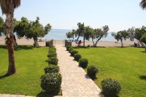 A garden outside Studios Stavris