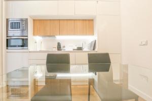 A kitchen or kitchenette at T&L TRIANA LOFT de diseño NUEVO junto al CENTRO