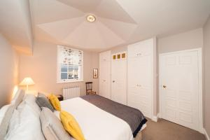 A bed or beds in a room at Tryon - SW3