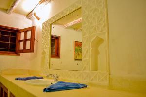 A bathroom at Cest La Vie & Spa