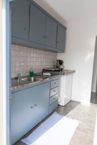 Een keuken of kitchenette bij Lotza Studios