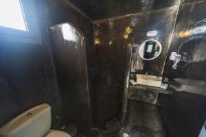 Een badkamer bij Lotza Studios