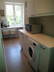 A kitchen or kitchenette at Apartament Rajska II Old Town