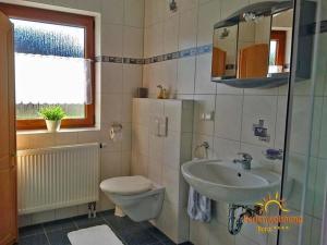 Ein Badezimmer in der Unterkunft Ferienwohnung Ilona - [#120549]