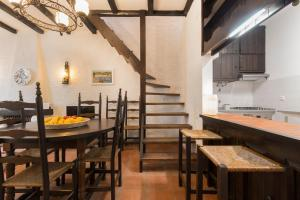 A restaurant or other place to eat at Casa Lamelas - Porto Covo