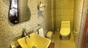 Un baño de Del Niño Apartament. En pareja