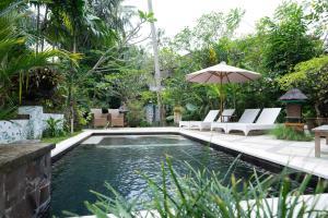 A piscina localizada em Sayan Ridge Villa ou nos arredores