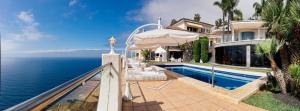 The swimming pool at or close to Villa Circense