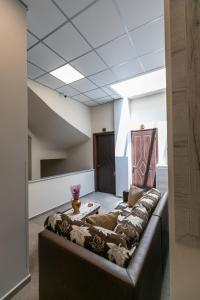 A bed or beds in a room at Amalia City Rooms