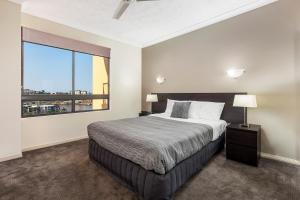 A bed or beds in a room at Bridgewater Apartments