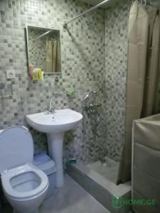 Ein Badezimmer in der Unterkunft Apartment Kutaisi L&l