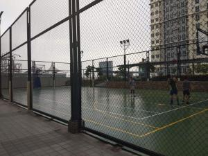 Tennis and/or squash facilities at Fernandez condo or nearby