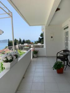 Un balcón o terraza de Apartments Ljiljana