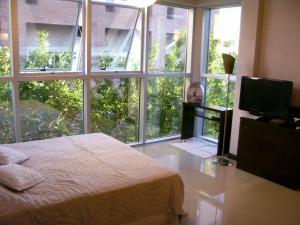 Uma cama ou camas num quarto em Roosevelt Suites