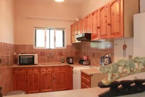 A kitchen or kitchenette at Aumkara