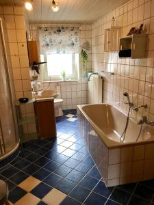 Ein Badezimmer in der Unterkunft Ferienwohnung Frankenwald