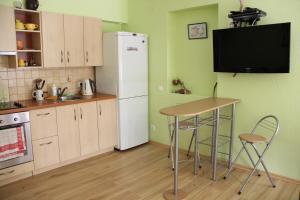 Virtuvė arba virtuvėlė apgyvendinimo įstaigoje Kalnas apartaments