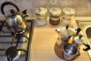 A kitchen or kitchenette at Vecchia Napoli - Anticaglia
