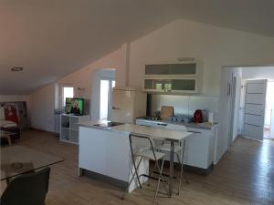 A kitchen or kitchenette at Villa Iva
