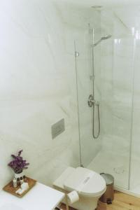 A bathroom at Porto River
