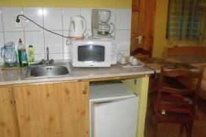 A kitchen or kitchenette at Czanadomb Vendégház