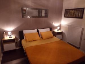 A bed or beds in a room at Bel appartement T2 près du lac avc un parking privé