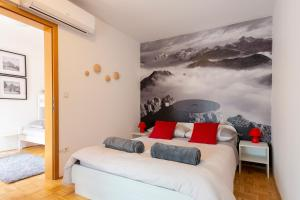 A bed or beds in a room at Krona Apartments