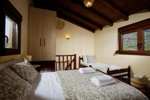 A bed or beds in a room at Kagiampaki's Cottage Maisonette