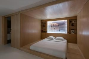 A bed or beds in a room at Veeve - The Botanical Island