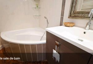 A bathroom at Sea view - NICE - Promenade des anglais - 100m2 - 3 bedrooms - 6 persons - Standing