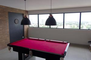 A pool table at Flat no centro da cidade
