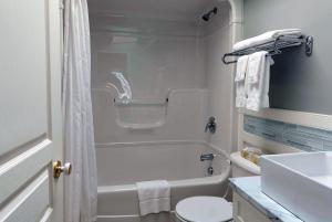 A bathroom at Lantern Hill & Hollow