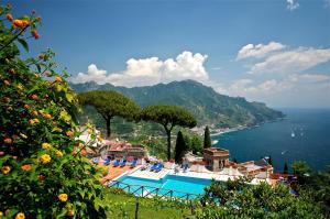 Vista sulla piscina di Villa Casale Residence o su una piscina nei dintorni