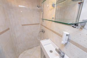 Vonios kambarys apgyvendinimo įstaigoje Inkaras