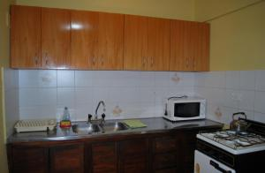 A kitchen or kitchenette at Apart Hotel El Portico