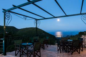 A restaurant or other place to eat at Corfu Sokraki Villas