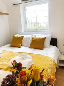 A bed or beds in a room at Manchester, Salford, Old Trafford, serviced accommodation