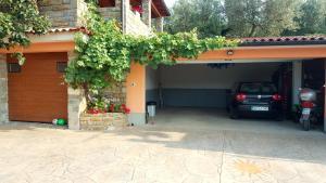 Pročelje oz. vhod v nastanitev Apartment Wine & Olive oil Mofardin
