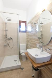 A bathroom at Olga Villa