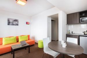 Гостиная зона в Aparthotel Adagio Access Strasbourg Petite France