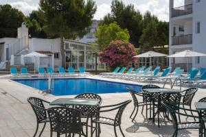 The swimming pool at or near Aparthotel Club Maritim