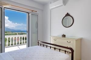 Ένα ή περισσότερα κρεβάτια σε δωμάτιο στο Pernari Apartments