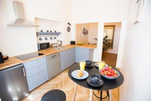 A kitchen or kitchenette at Apartments Roman