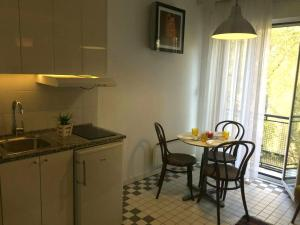 A kitchen or kitchenette at Apartment Jastuk
